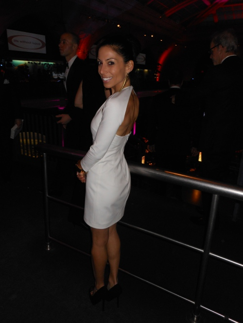 Lauren Rosen's vixenish look is courtesy of an ivory Cushnie et Ochs dress which she styles with sexy stilettos by YSL. She showed just the right amount of skin, while the length and long-sleeves keeps her look chic and elegant.